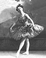 Анна Павлова - исполняет партию Пахиту